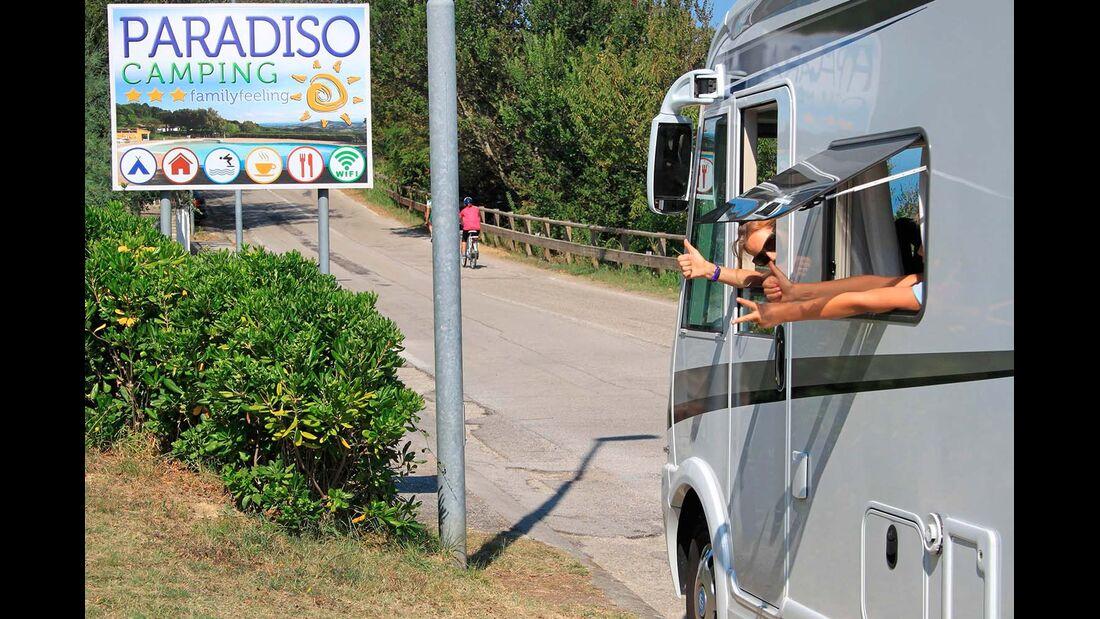 Sommer, Sonne, Meer und Pizza – weder enge italienische Sträßchen noch gut gefüllte Campingplätze schrecken den kompakten Knaus.