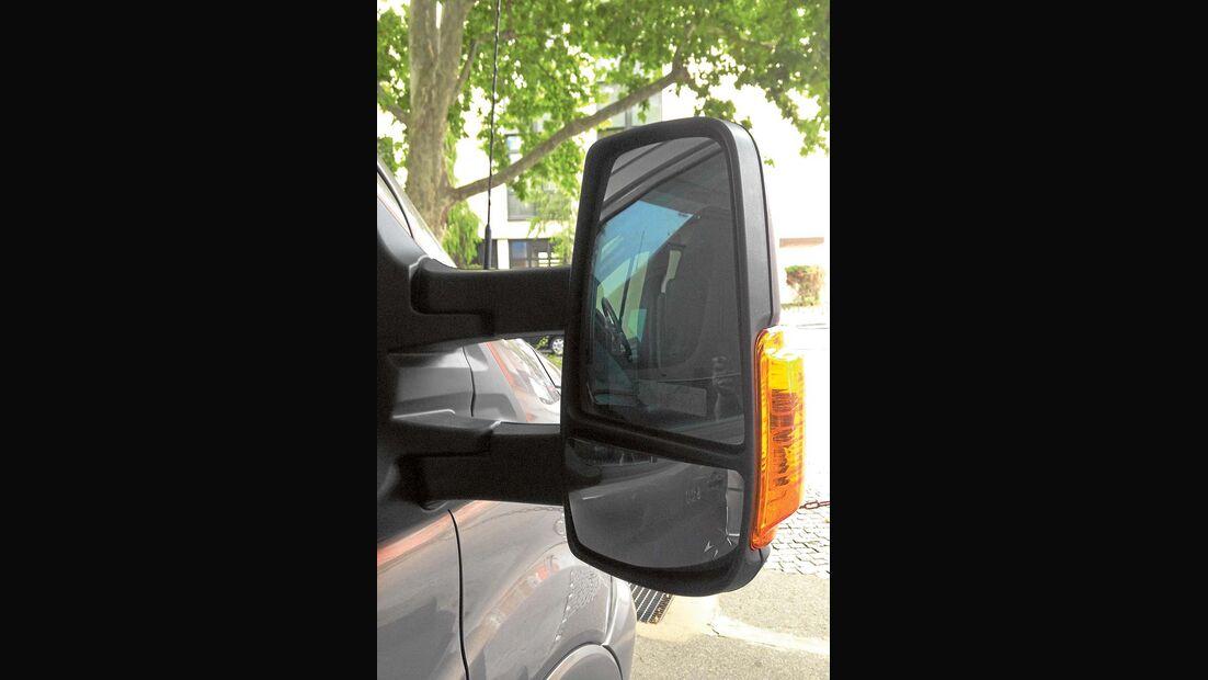 Spiegel mit großen Weitwinkelfeldern erleichtern Übersicht beim Chausson Welcome 620