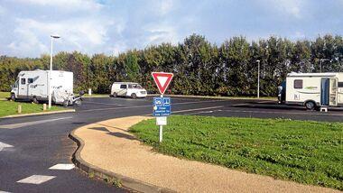 St.-Germain-de-Marencennes: kommunaler Platz für acht Mobile.