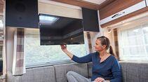 Stattlicher TV mit Flächenlautsprechern.