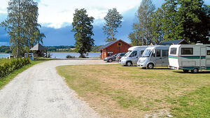 Stellplaetze in einem Resort mitten in Schwedens Natur.