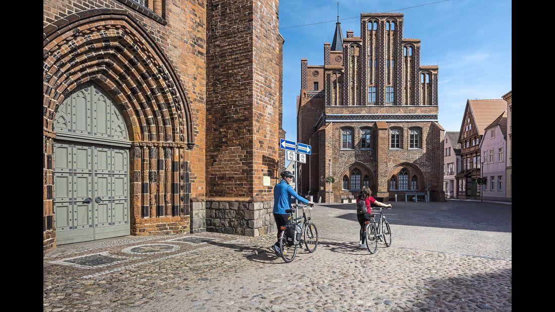 Stellplatz-Fokus Brandenburg Kirche