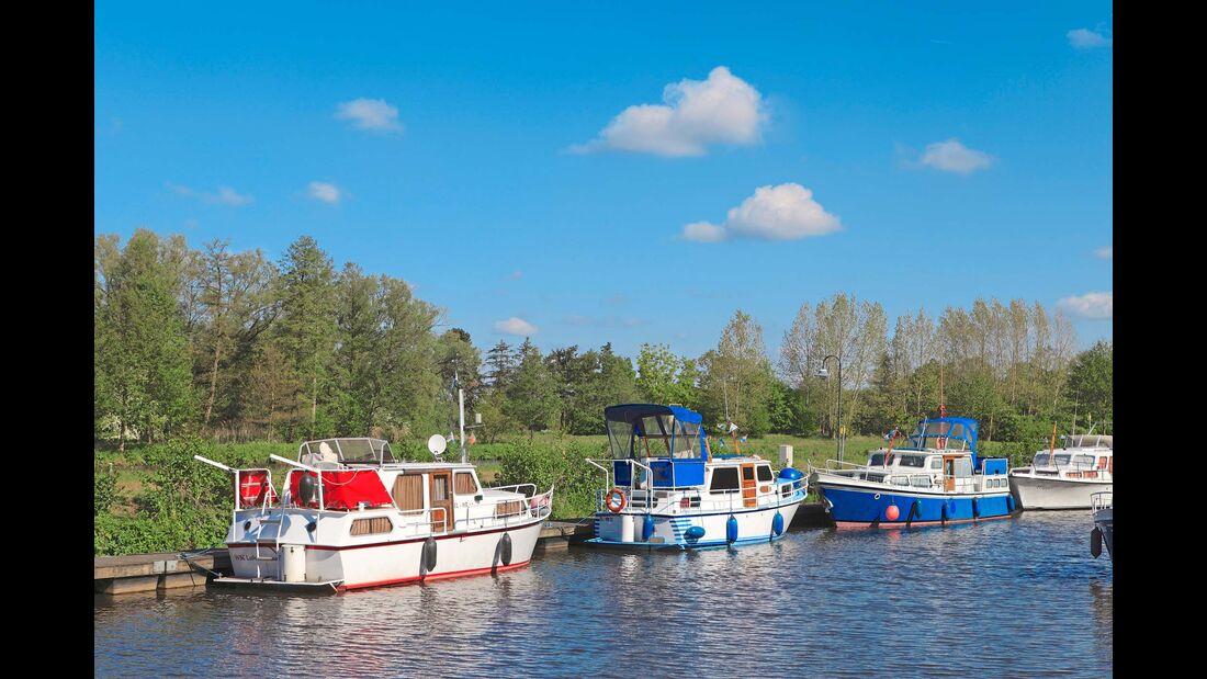 Stellplatz-Fokus Emsland Ems mit Schiffen
