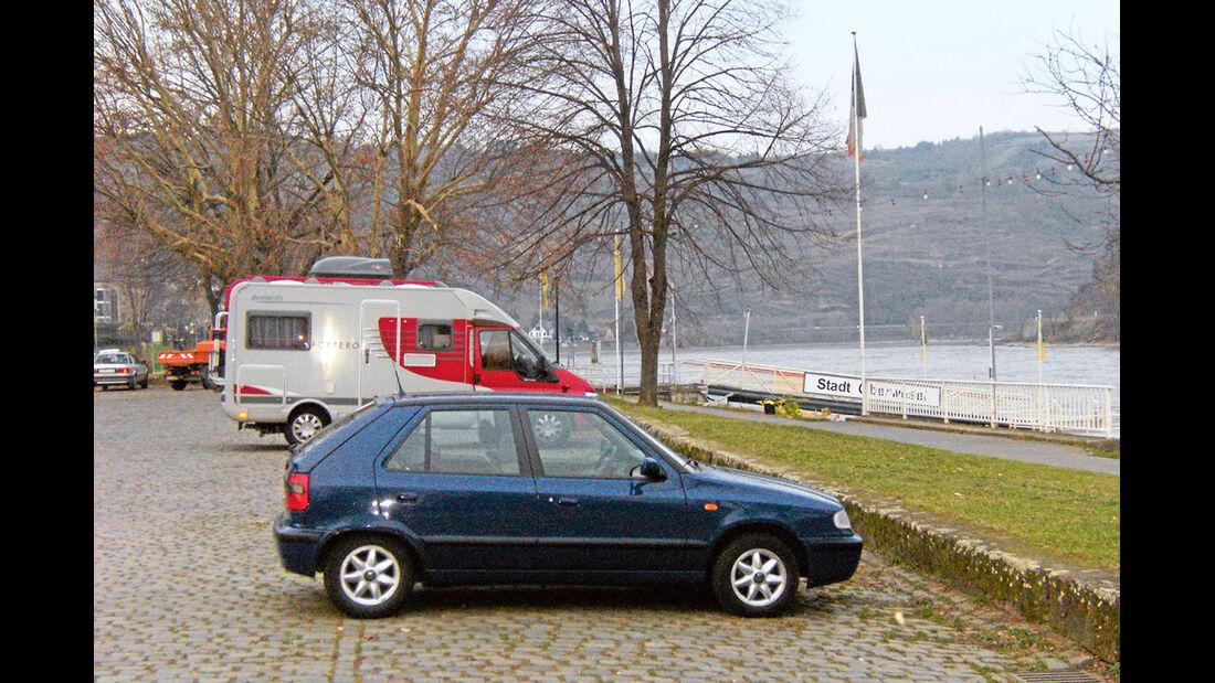Stellplatz Schiffsanleger mit Aussicht am Rhein.