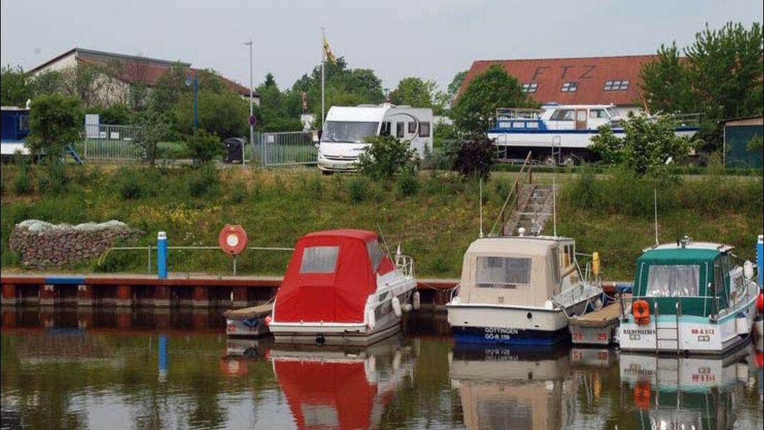 Stellplatz am Sportboothafen