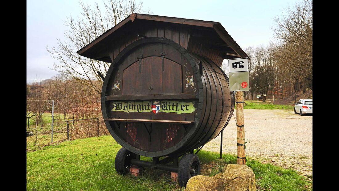 Stellplatz an Ritters Weinstube Weinfass