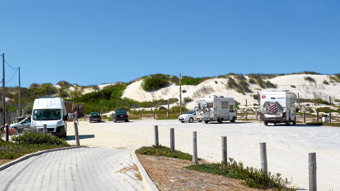 Stellplatz windgeschützt hinter Dünen