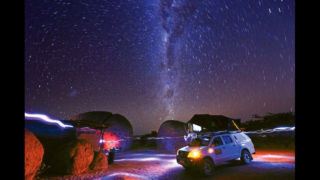 Sternenhimmel über dem Damaraland in Namibia