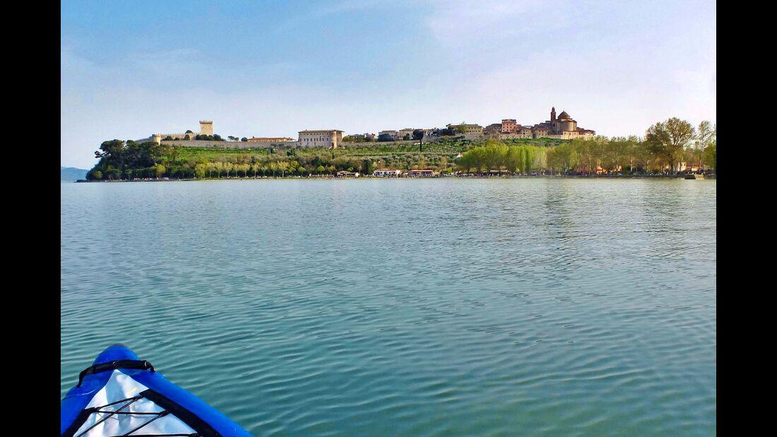 """Still ruht der See: das """"umbrische Meer"""", der Lago di Trasimeno."""