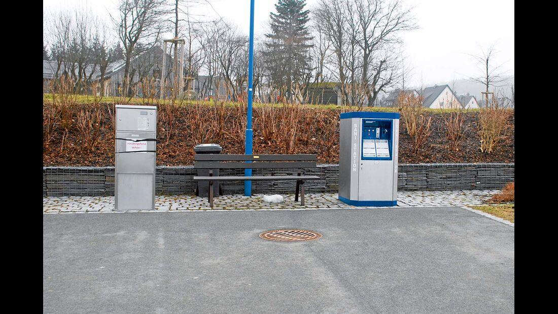 Stromkasten, Sani-Station und Bodeneinlass beim Stellplatz Schwarzenbach/Wald
