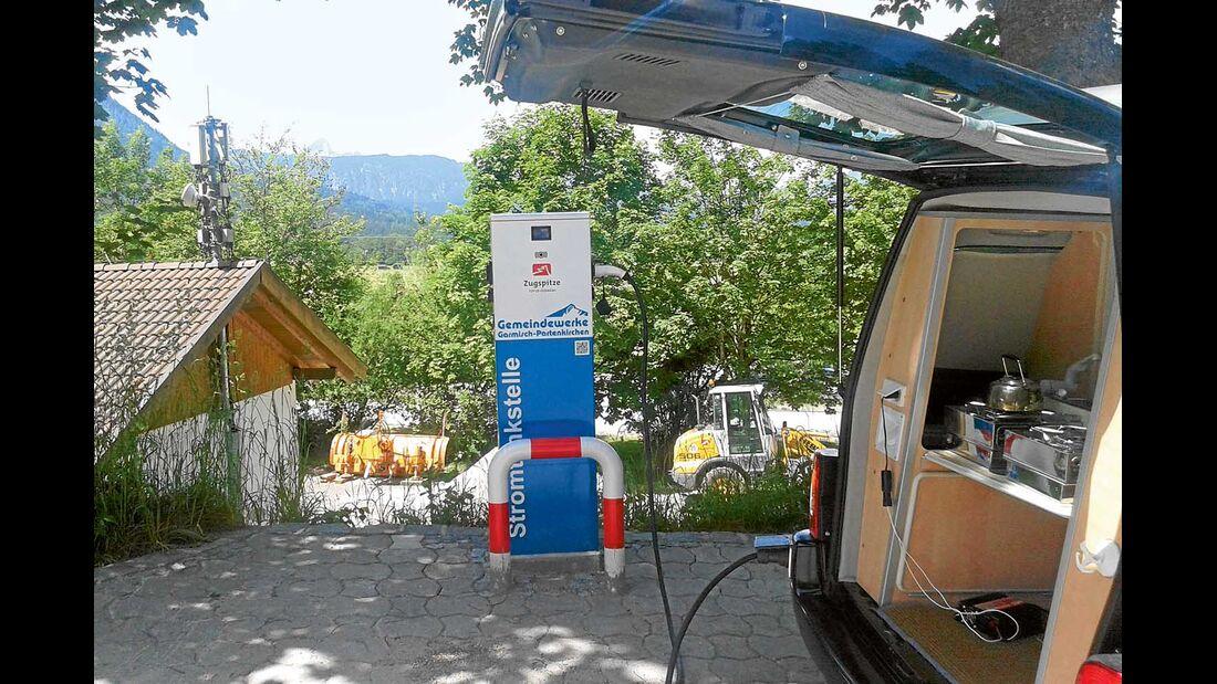 Stromtankstelle Elektrifizierter Citroen Berlingo mit Zooom-Ausbau