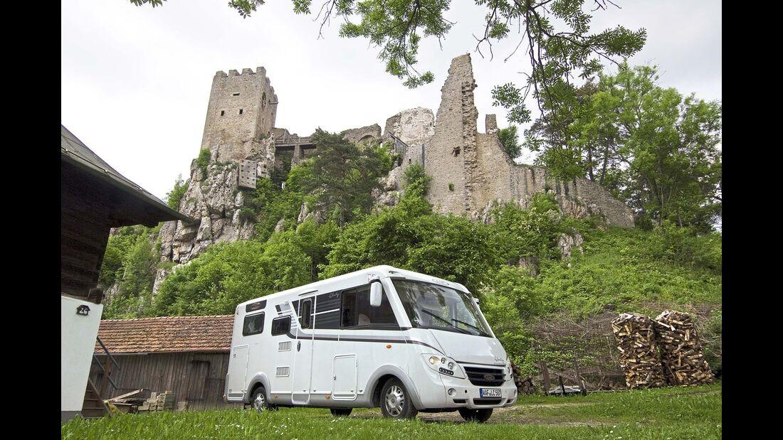 Südbayern Ruine und Wohnmobil