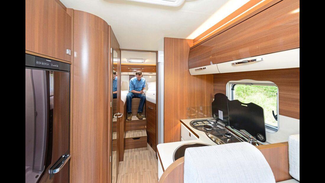 T 732 G: großes Einzelbetten-Modell mit Garage und Raumbad.