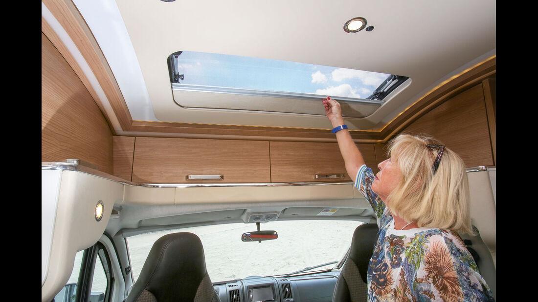 T-Haube mit Dachfenster komplett mit Schränken ausgebaut beim Malibu T 460