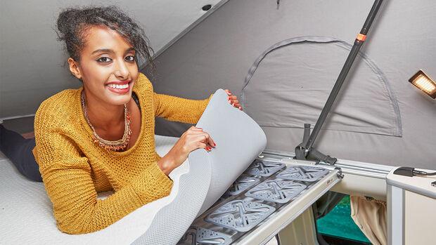 Tellerfedern und eine Schaummatratze schaffen eine komfortable Liegefläche.