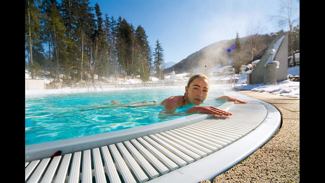 Tirol-Camp direkt in den Pool.