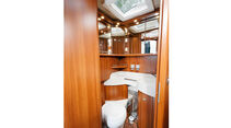 Tür verbindet den WC-Raum mit der Dusche im Carthago Chic