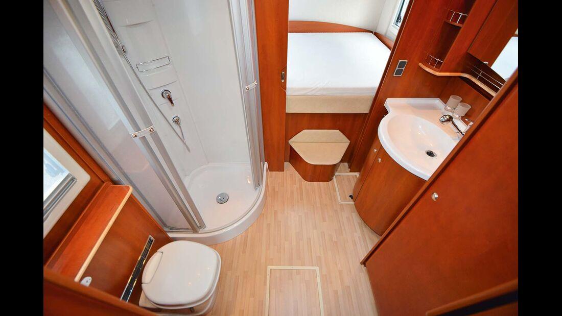 Typisch für den Charisma ist die große Dusche und die offene Badgestaltung.