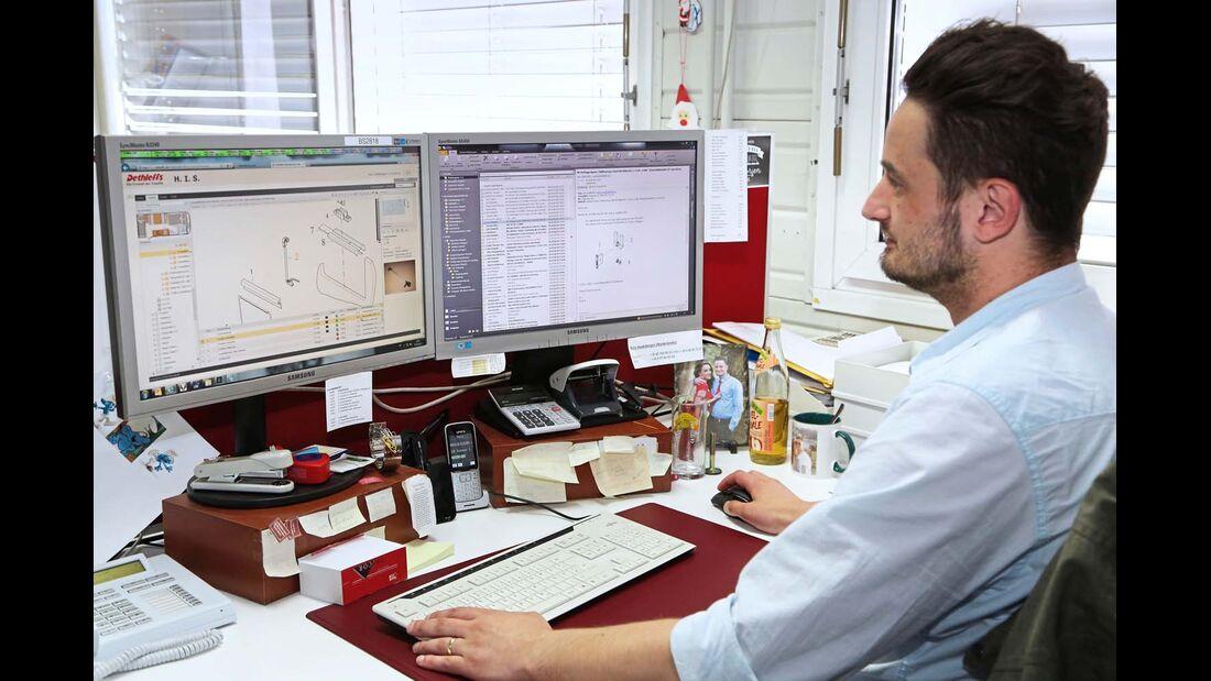 Über das Händler-Intranet-System werden die Ersatzteilbestellungen verwaltet.