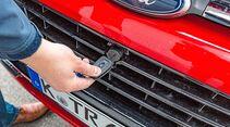 Umständliche Motorhaubenöffnung per Zündschlüssel