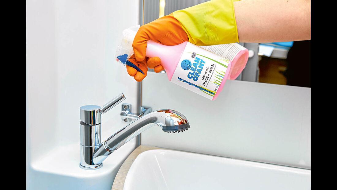 Universal-Pflege + Kalk-Ex von Cleanofant reinigt und pflegt ohne Wassereinsatz alle glänzenden Oberflächen, wie zum Beispiel Badarmaturen