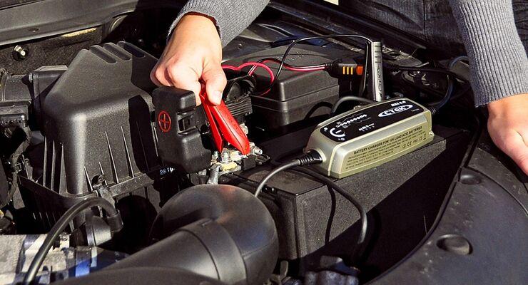 Unter acht Batterieladegeräten unter 100 Euro ist im umfassenden GTÜ-Test der Sieger CTEK MXS 5.0 hervorgegangen