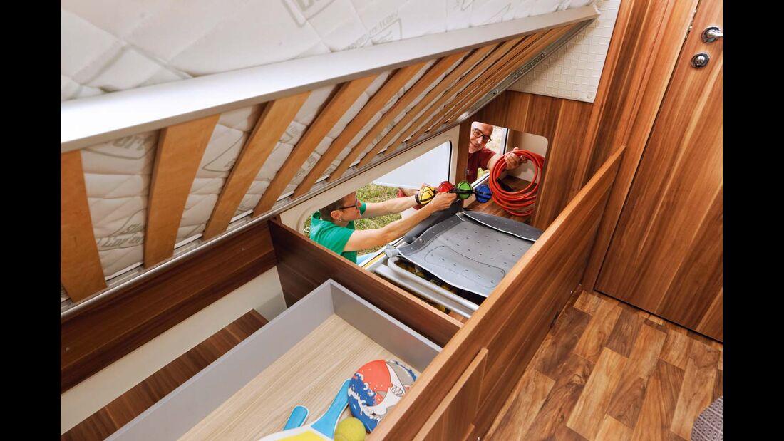 Unter den Betten ist viel Stauraum verfügbar.