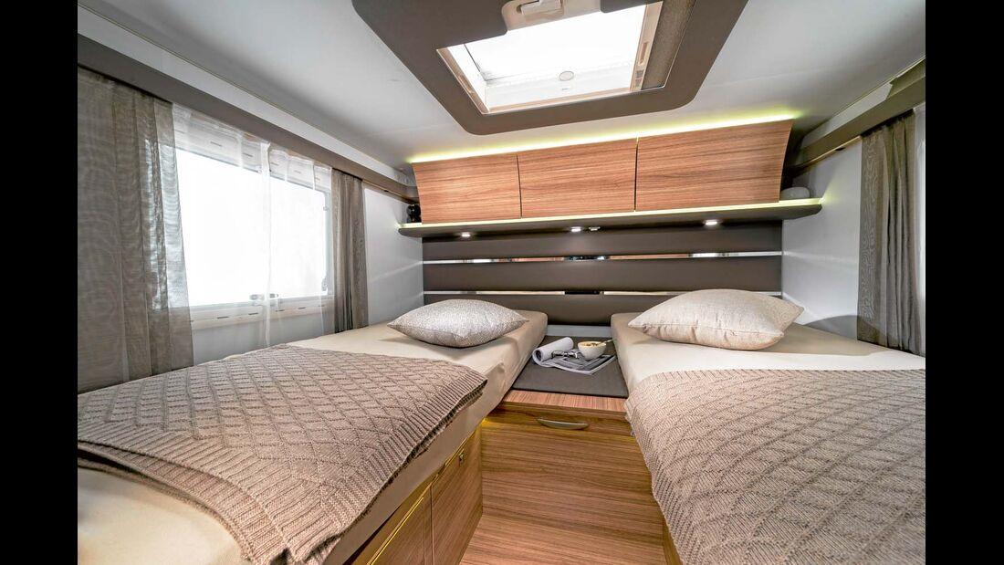 Unter den hohen Einzelbetten liegen Kleiderschrank, Wäschefach und Fahrradgarage.