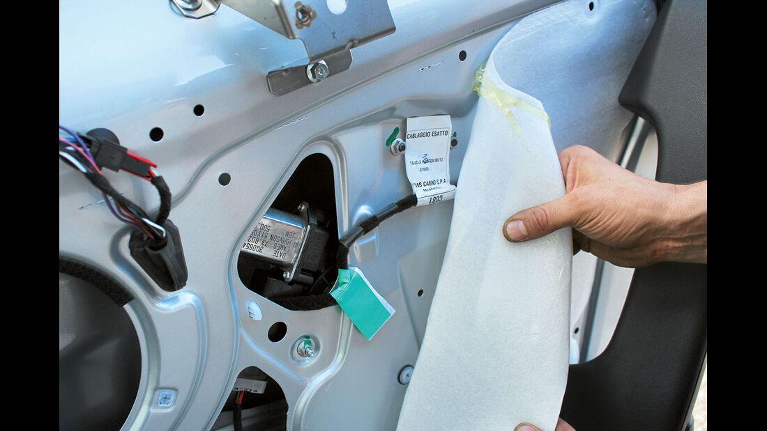 Unter der Verkleidung schützt eine Folie vor Wassereinbruch.