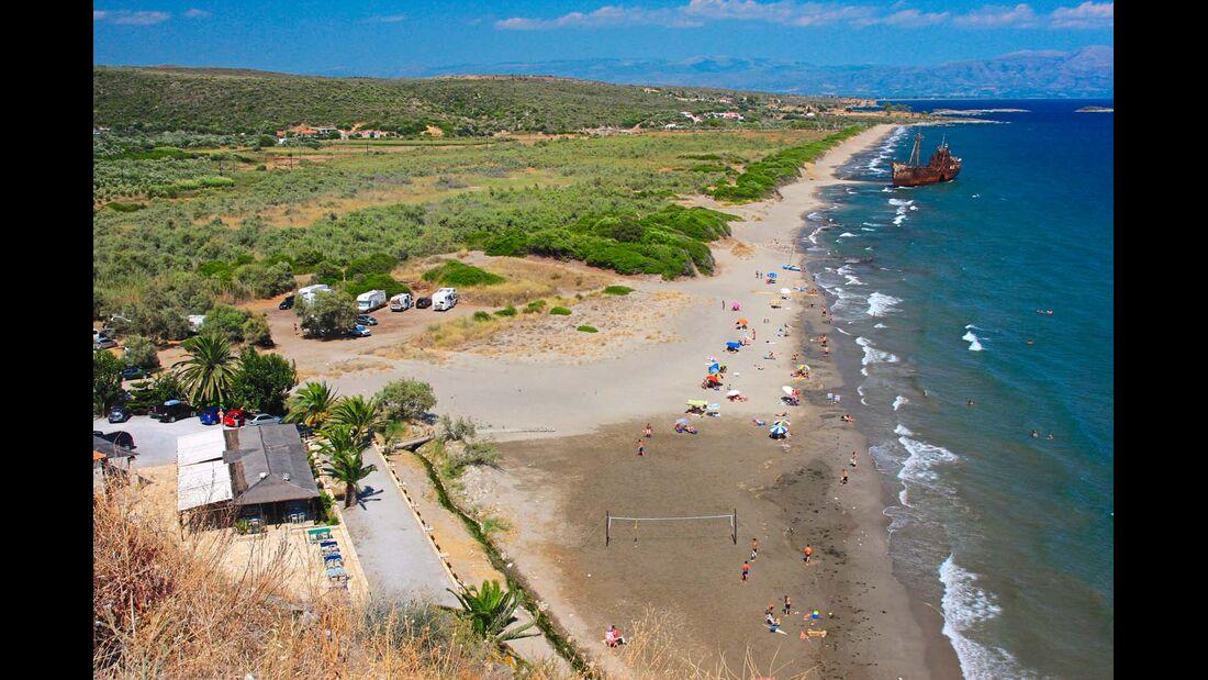 Valtaki Beach: kilometerlang  und mit einem fotogenen Wrack.