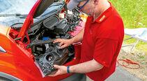 Vergleichstest, Basisfahrzeuge, Servicefreundlichkeit: Ford-Lampenwechsel
