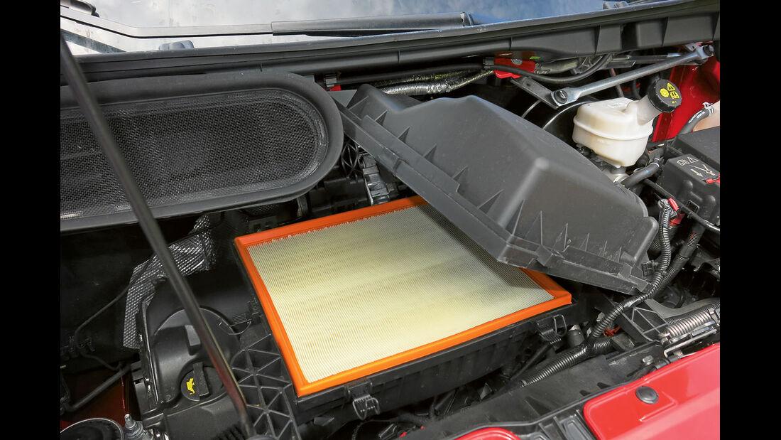 Vergleichstest, Basisfahrzeuge, Servicefreundlichkeit: Ford-Luftfilter