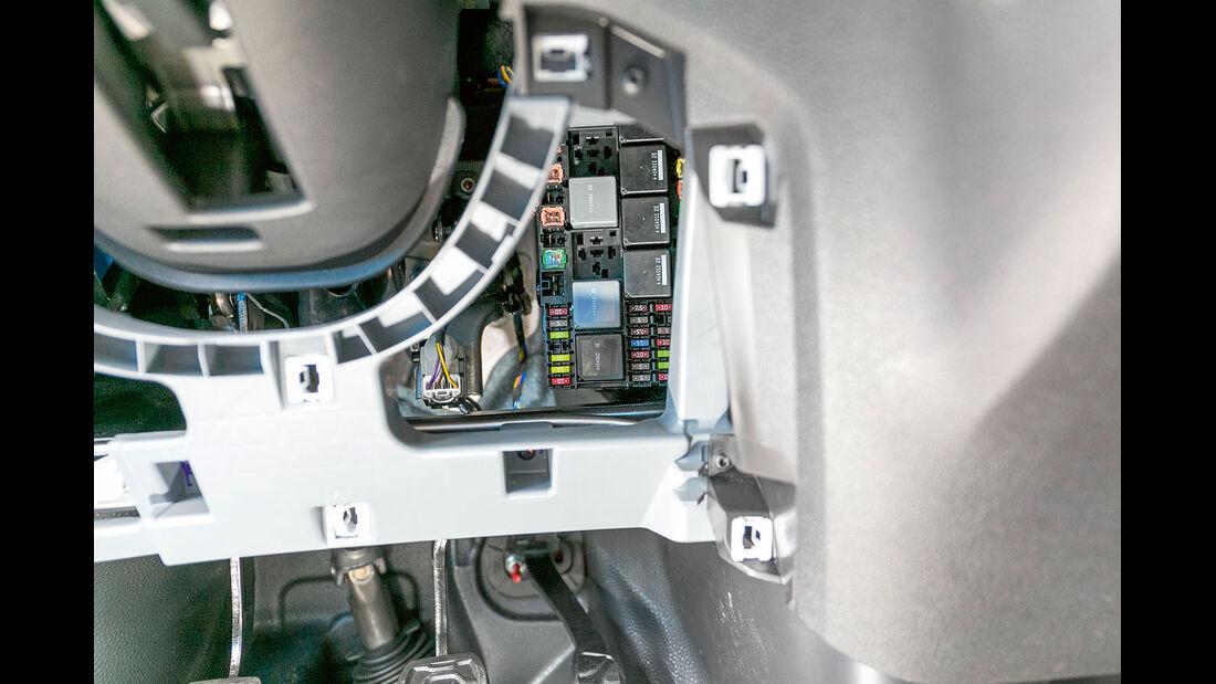 Vergleichstest, Basisfahrzeuge, Servicefreundlichkeit: Ford-Sicherungen