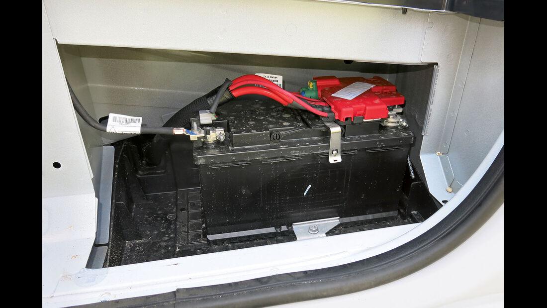 Vergleichstest, Basisfahrzeuge, Servicefreundlichkeit: Renault-Batterie