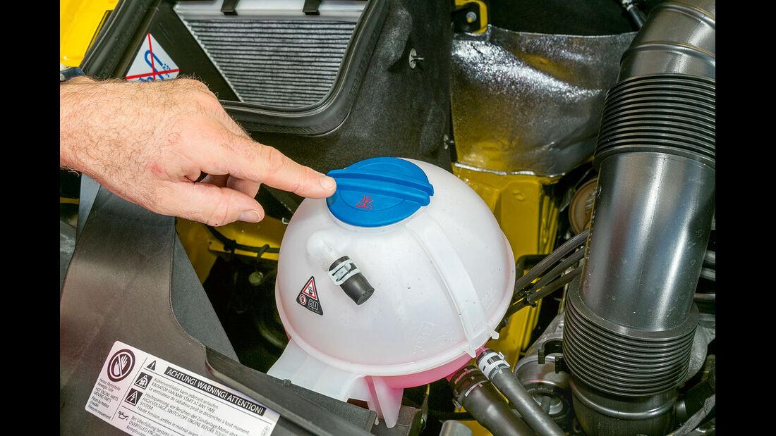 Vergleichstest, Basisfahrzeuge, Servicefreundlichkeit: VW-Kühlwasser
