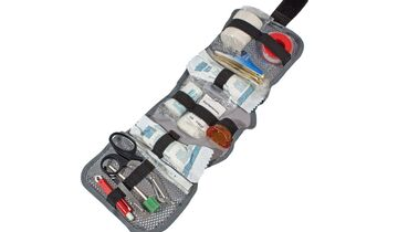 Verletzungen lassen sich in der Natur nicht immer vermeiden. Daher ist es ratsam, ein Erste-Hilfe-Set griffbereit zu haben.