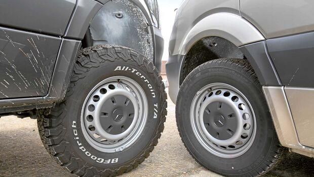 Viel Bodenfreiheit und die richtigen Reifen sind wichtig fürs Gelände.