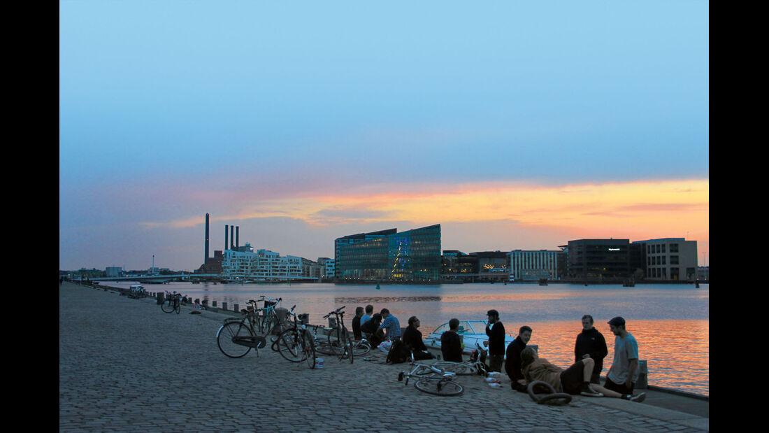 Vom Campingplatz geht's ueber die Brygge Broen nach Christiania.