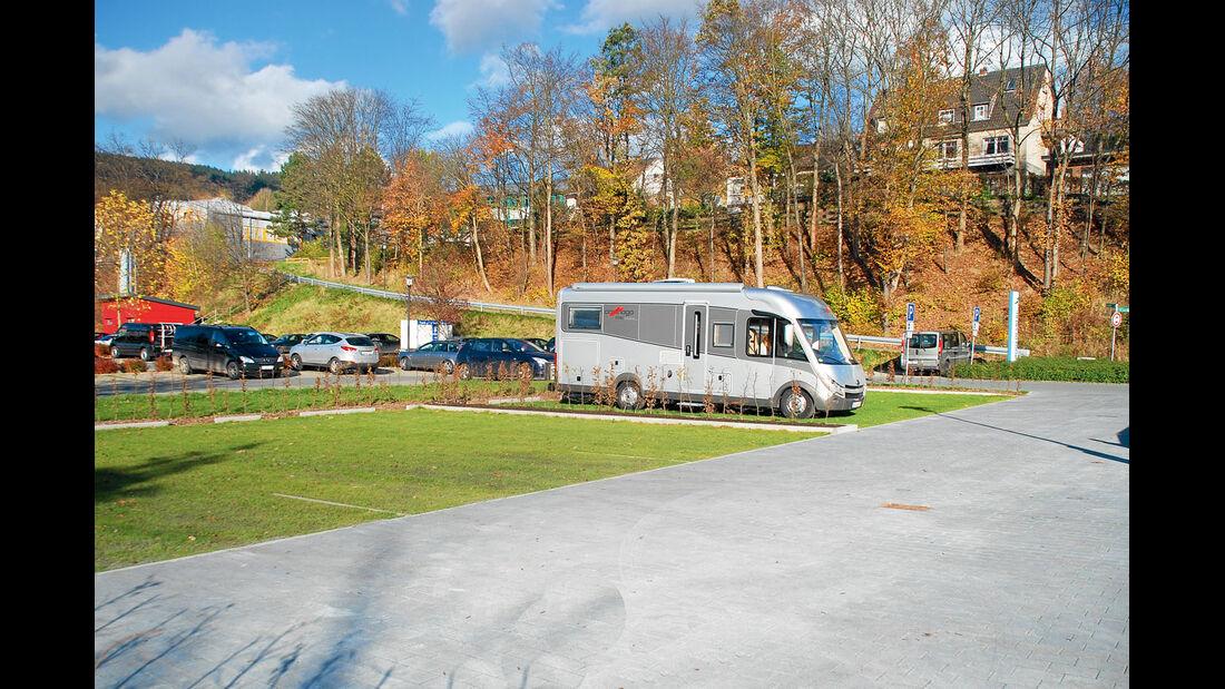 Vor dem Parkplatz wurden neue Stellplaetze eingerichtet.