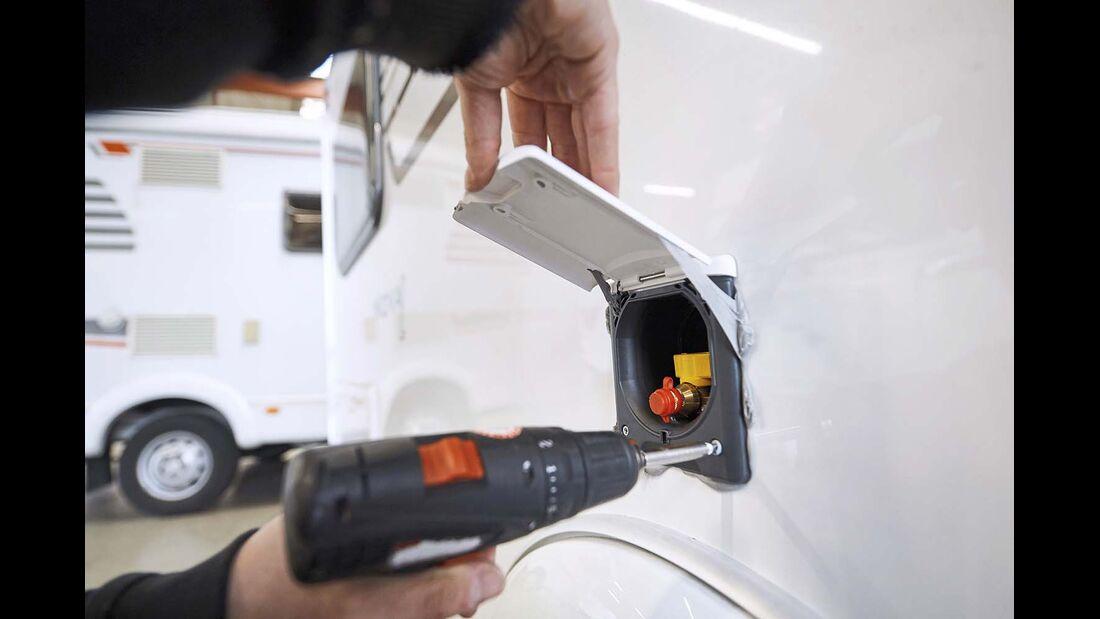 Vor der Tour eine Gas-Steckdose einbauen lassen – das erfordert gute Planung.