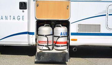 Vorbildlich einfach ist der Zugang zu den beiden Gasflaschen.