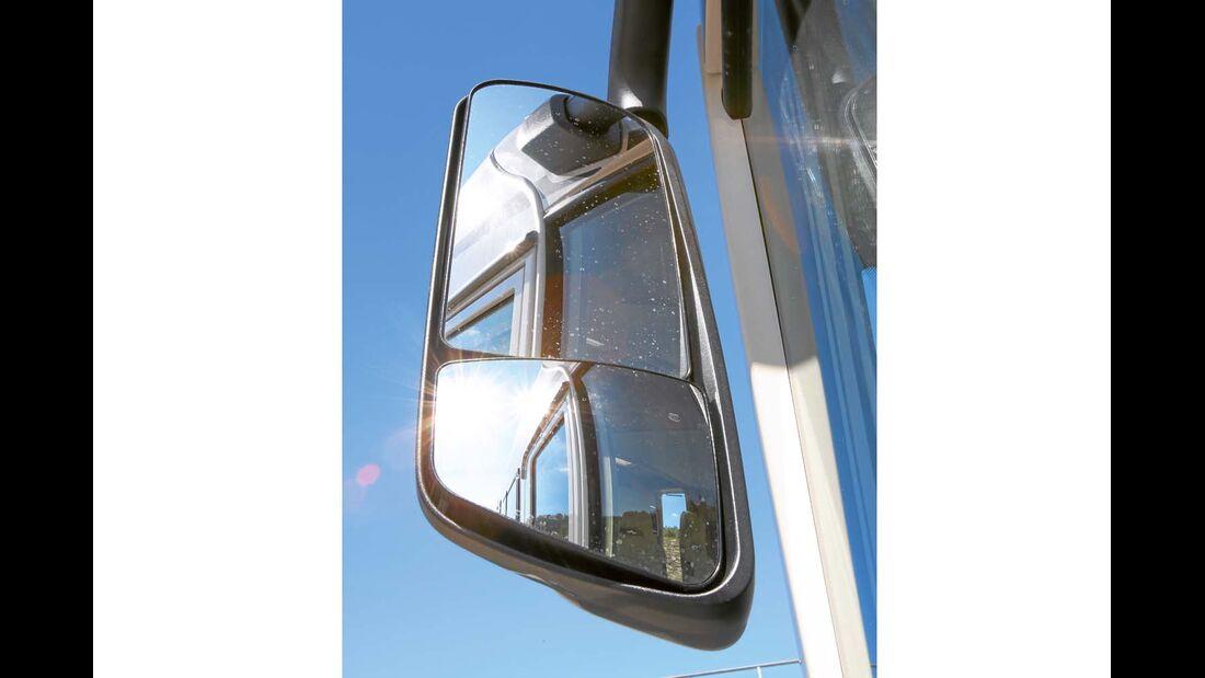 Vorbildlich groß sind die optionalen Spiegel beim Carthago C-Tourer Sport I 144
