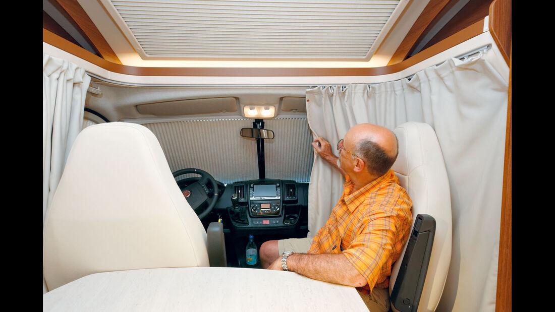 Vorhang für Bugfenster im Profila T 695 EB Mondial