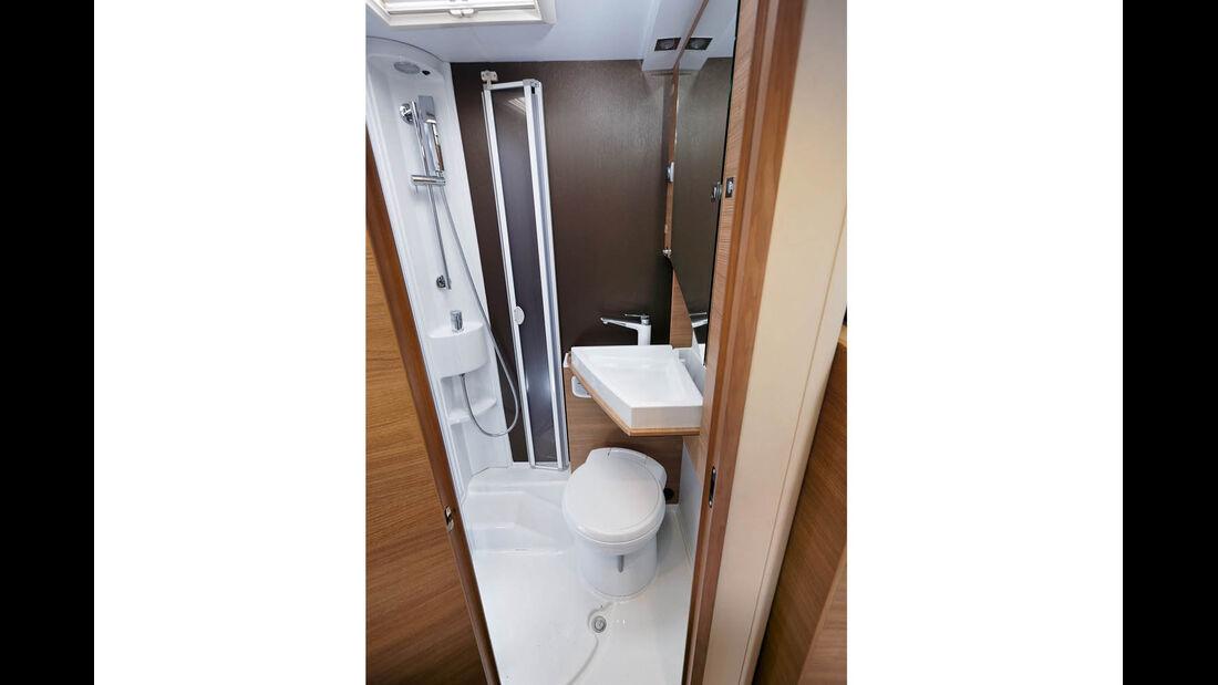 WC unter dem Waschbecken beim Adria Compact