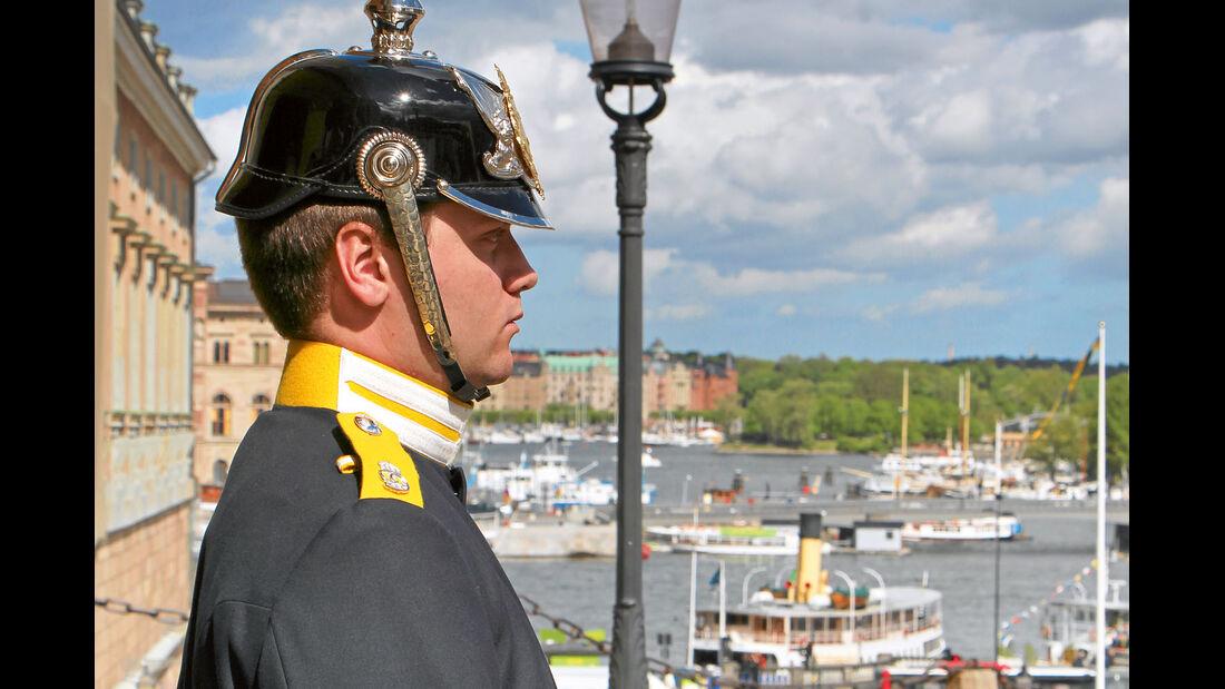 Wachposten vor dem Haupteingang zum Königlichen Stadtschloss