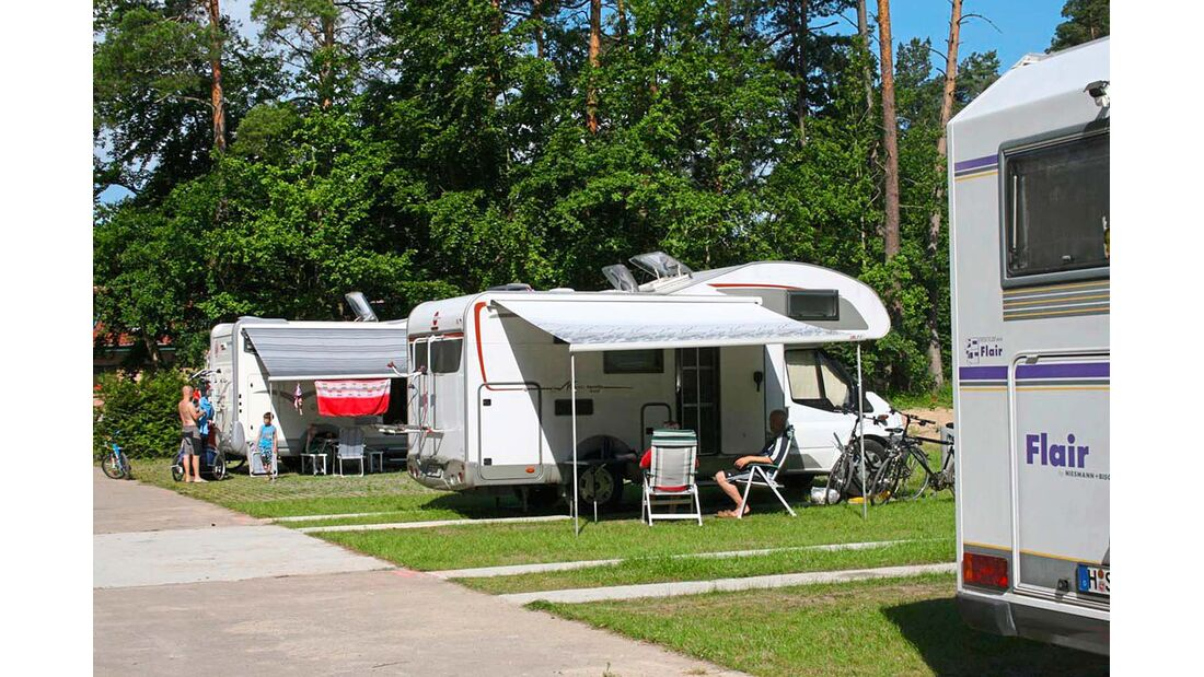 Waren: der Stellplatz vor dem Campingplatz Ecktannen.
