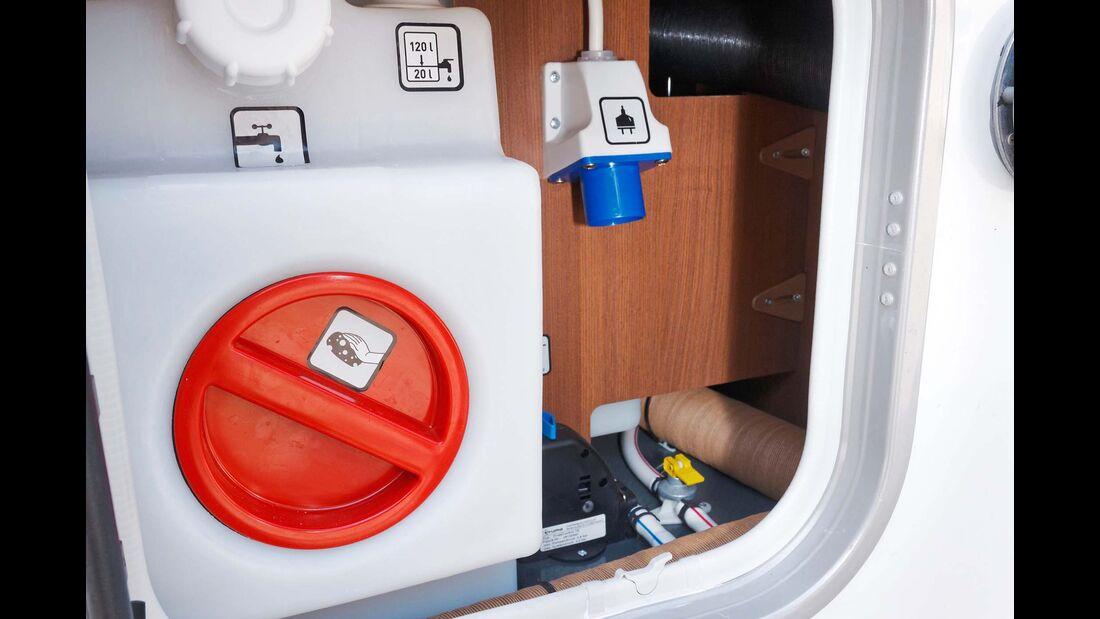 Wasser zapfen, Strom einspeisen: zentral gebündelt hinter einer Serviceklappe.