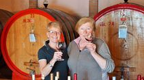 Weinprobe mit Maria Luisa Carrá (rechts) vom Weingut La Querciolana in Panicale.