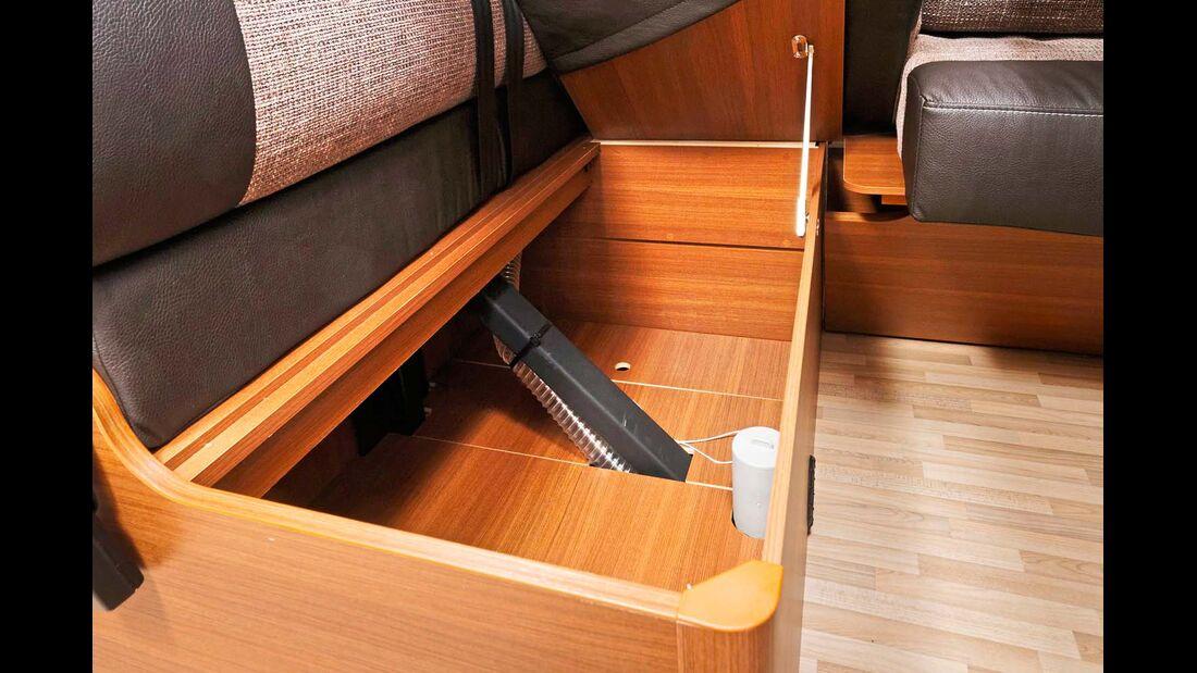 Weiterer Stauraum findet sich auch in der Sitztruhe der Rückbank.