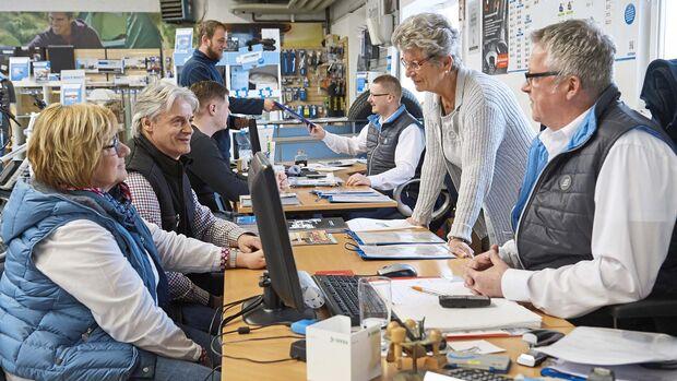 Werkstatt informiert über Reparaturkosten